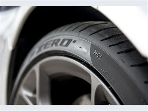 mclaren mc1 foto gomme pirelli pzero primo equipaggiamento mclaren 2012