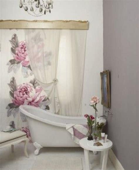 tende a fiori le tende da bagno shabby chic per un ambiente unico e
