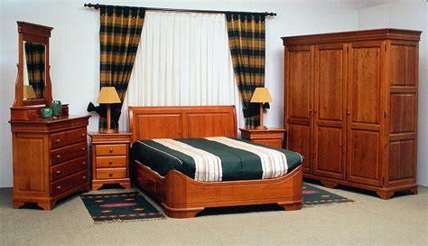 cuartos oscuros barcelona decorar el dormitorio con muebles de madera de roble