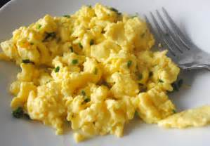how to get perfect scrambled eggs spork or foon
