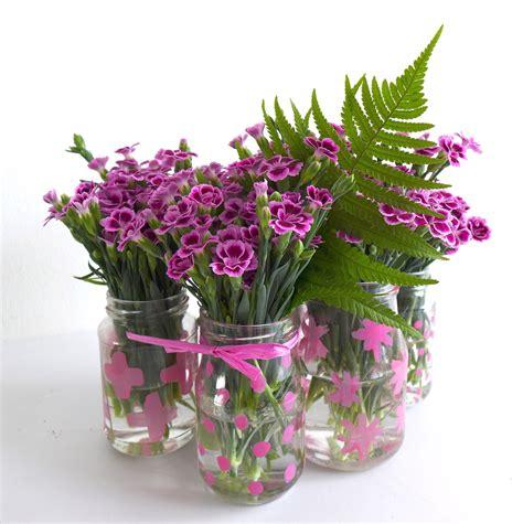 vase mit blumen pink power diy blumen tischdeko mit mininelken sophiagaleria