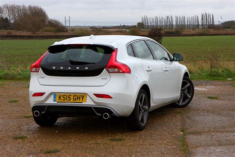 volvo hatchback 2002 volvo v40 hatchback review 2012 parkers autos post