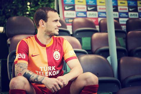 galatasaray sk soccer turkey wesley sneijder leyla