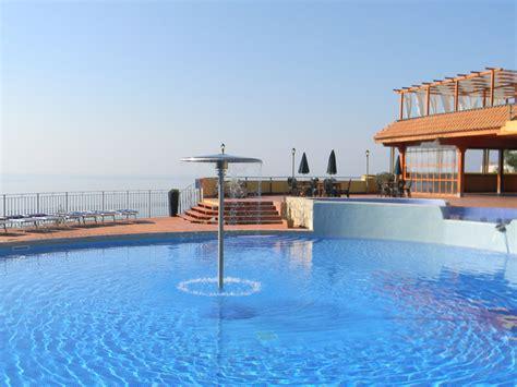 appartamenti in villaggi turistici sicilia appartamenti taormina il villaggio e residence letojanni