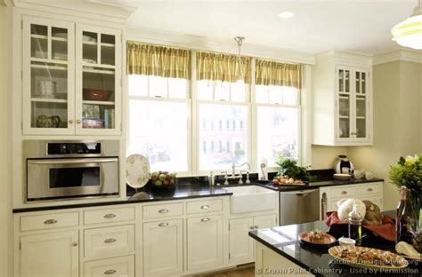 Cottage Kitchen Cupboards - 1000 ideas about small cottage kitchen on
