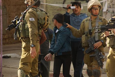 Getting Into The Army With A Criminal Record Al Khalil Israeli Soldiers Arrest 15 Year Boy