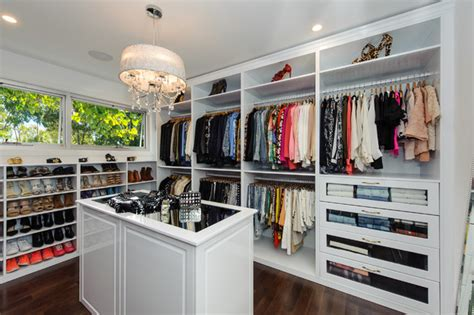The Closet Trading Company by Luxury Dressing Room White Gloss With Island