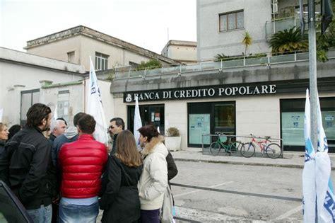 banco popolare caserta la protesta degli operatori sociali 328