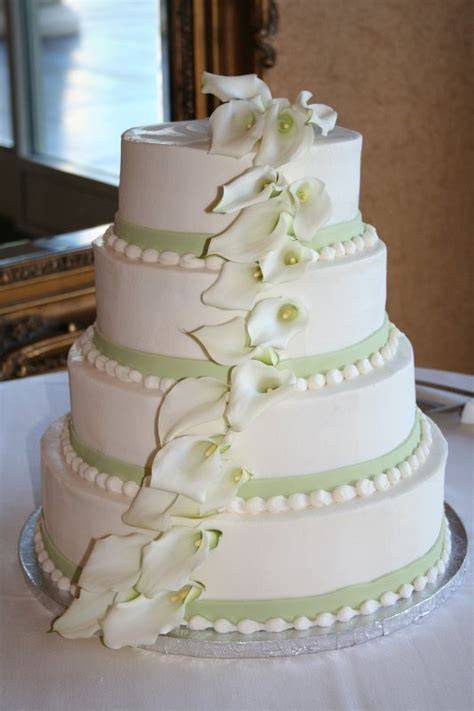 Wedding Cakes Pictures: Round Wedding Cakes with Green Trim
