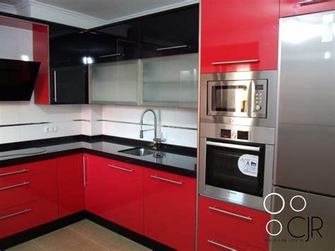 imagenes de cocinas integrales rojas cocina en color rojo combinada en negro cocinas cjr