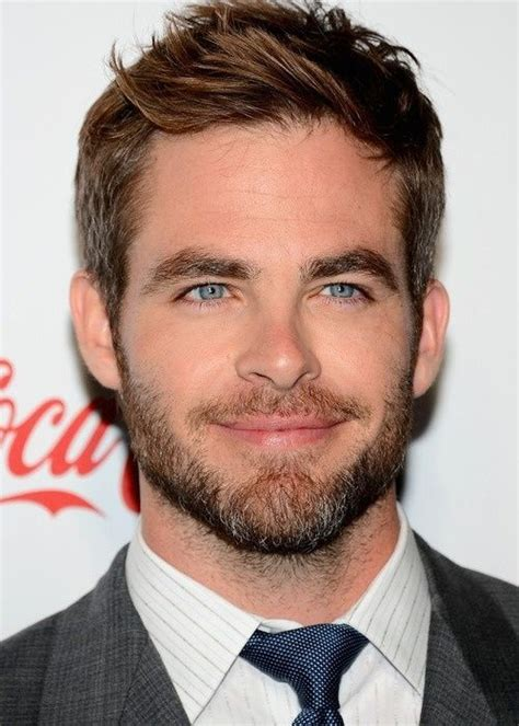 actor with bright blue eyes chris pine bright blue eyes chris pine in 2019