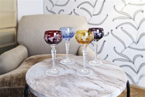 bicchieri a calice colorati calici colorati vivaci giochi di trasparenze dalani e