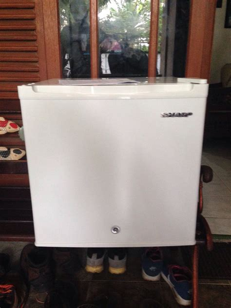 Kulkas Mini Sharp jual sharp kulkas mini bar sj 60mb uw putih baru