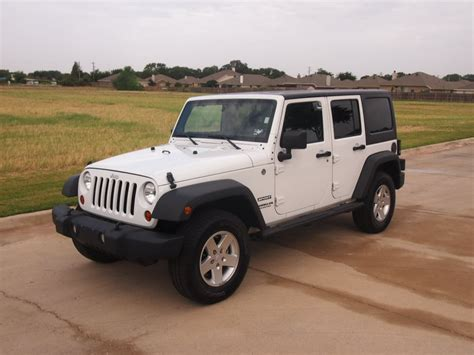 white jeep 4 door jeep wrangler 4 door white wallpaper 1024x768 14067