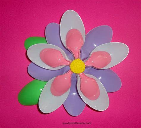 fiori con cucchiaini di plastica pi 249 di 25 fantastiche idee su fiori di plastica su