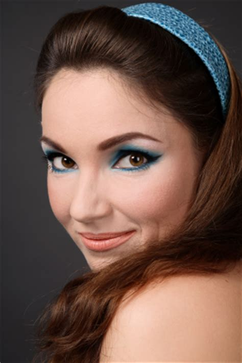 retro 60 s headband and blue eye shadow