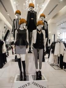 Apparel Merchandiser by Mannequins At Forever 21 Retail Merchandising Display Mannequin Window Display Idea S