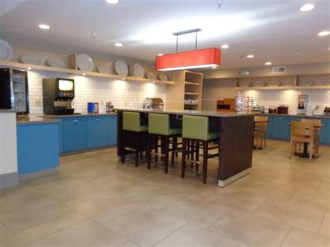 comfort inn and suites by carlson country inn suites by carlson cedar rapids airport