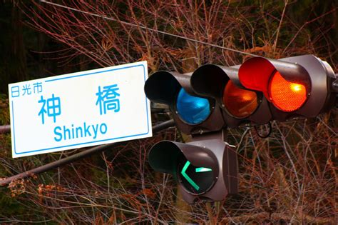 blue lights on traffic signals according to japanese traffic lights bleen means go