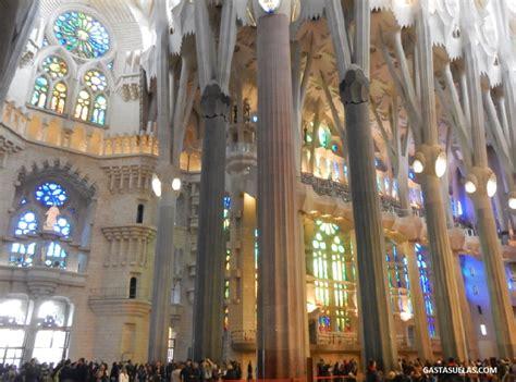 interior de la sagrada familia la sagrada familia barcelona templo de luz y color