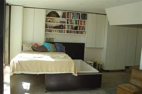 dessous de baignoire une baignoire en dessous du lit une maison dans un
