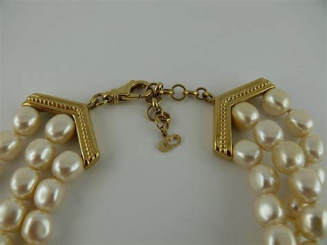Rhinestone Bow Knot Pearl Dust Pluggy For 35mm Bg0628lc christian vintage logo pearl choker at 1stdibs