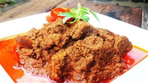 makanan khas padang  rendang  lezat  menggoda