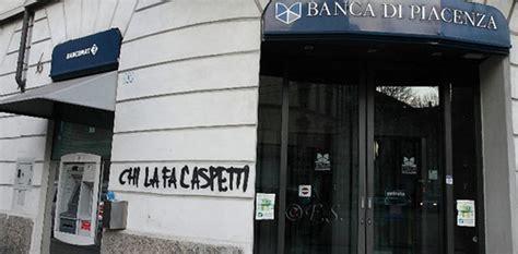 www banca di piacenza trovati con materiale esplosivo davanti alla banca di