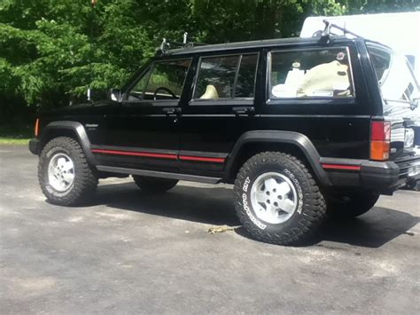 biggest tires  stock lift jeep cherokee forum