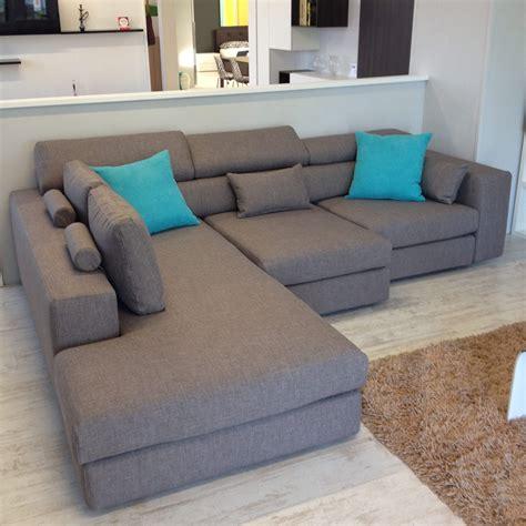 divano con chaise longue divano lecomfort 3 posti con chaise longue tessuto 23
