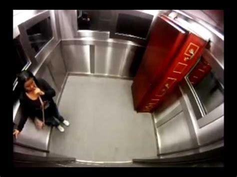 candid ascensore bara in ascensore candid