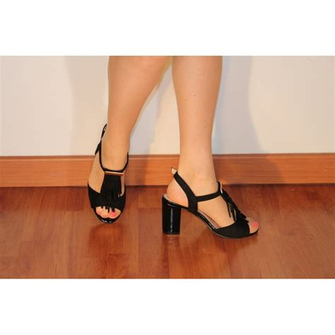 Heels 10 Cm varnished black sandals and 10cm thick heeled suede