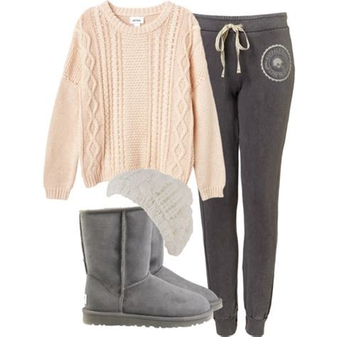 Cardy Lazzy uggs and sweatpants