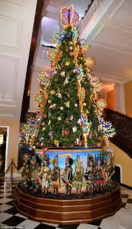 o christmas tree in italian dolce gabbana unveil spectacular tree at claridge s daily mail