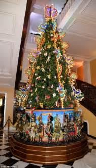 o christmas tree in italian dolce gabbana unveil spectacular tree at claridge s daily mail