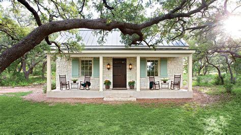 cedar hill farmhouse light fixtures charming home exteriors southern living