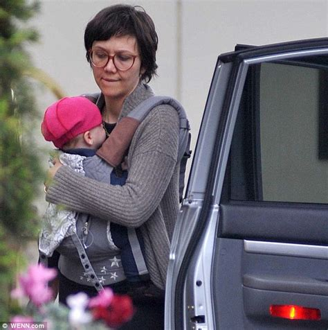 haircut dublin sunday maggie gyllenhaal reveals mumsy haircut after she s tipped