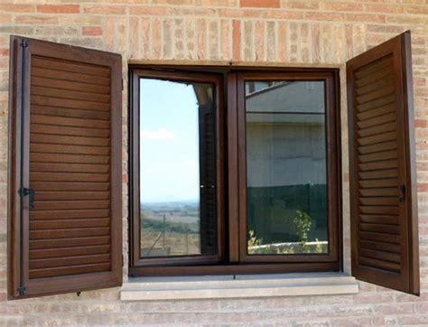 le persiane persiane in legno finestre come scegliere le persiane