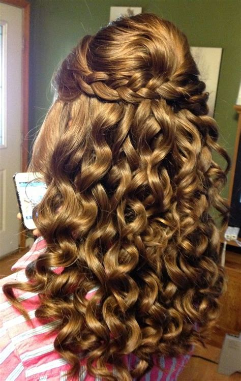 homecoming hairstyles curls best 20 curly homecoming hairstyles ideas on pinterest