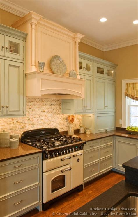 pictures of antiqued kitchen cabinets vintage kitchen cabinets decor ideas and photos