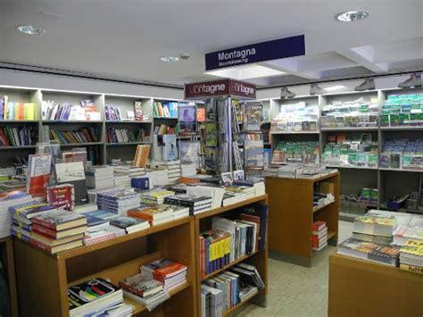 libreria internazionale esterno photo de libreria internazionale ulrico hoepli