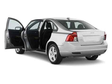 comfort insurance reviews volvo s40 2013 comfort se in uae new car prices specs