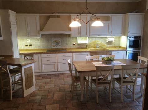 tendaggi per cucina rustica cucina in legno di rovere laccato fadini mobili cerea verona