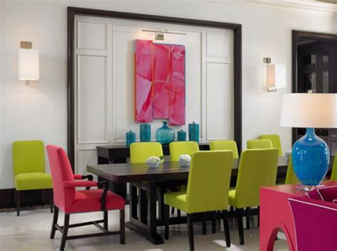 colorful chairs a great way to add dynamism to the