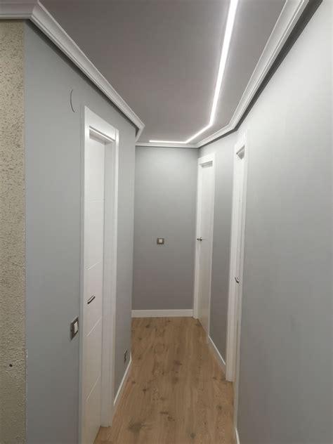 luces empotradas en el techo pasillo iluminado con tiras de leds empotradas en el techo