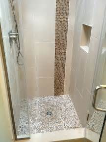 Small Bathroom Ideas With Shower Stall by Best 25 Small Shower Stalls Ideas On