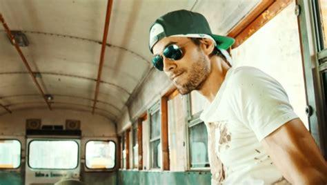 Walking On The Ceiling Lyrics by Enrique Iglesias Quot Subeme La Radio Quot Premiere