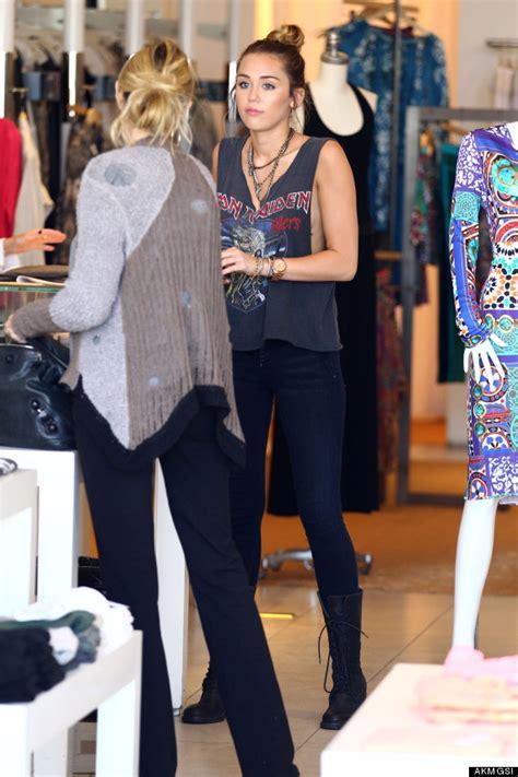 Miley Cyrus Wardrobe In Lol by Miley Cyrus Braless Flashes Side In Wardrobe