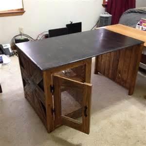 Diy Pallet Desk Diy Reclaimed Pallet Computer Desk 101 Pallets