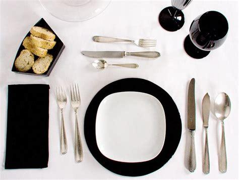 come apparecchiare una tavola le regole galateo per apparecchiare la tavola elegante